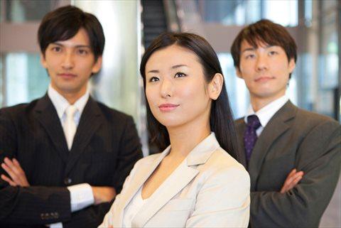 ビジネスマン男性女性の腕組み